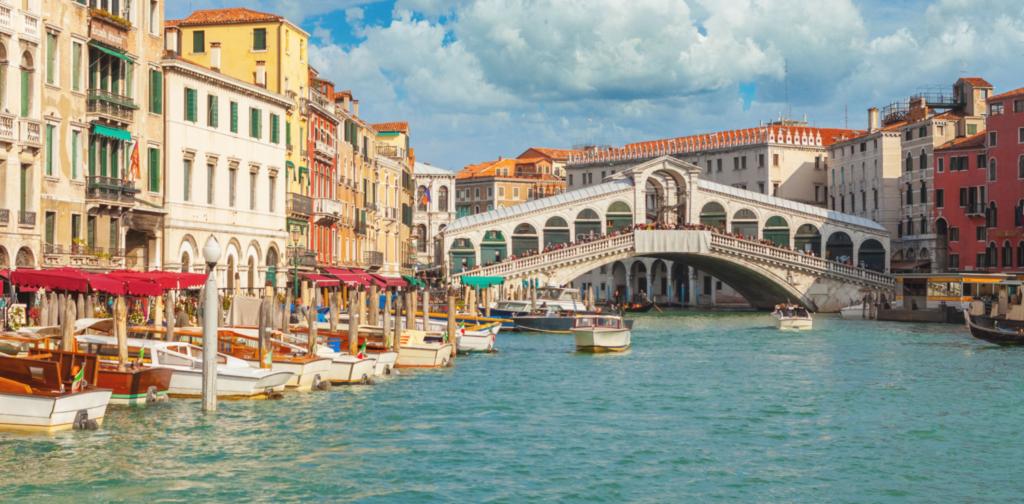Как построены дома в Венеции на воде